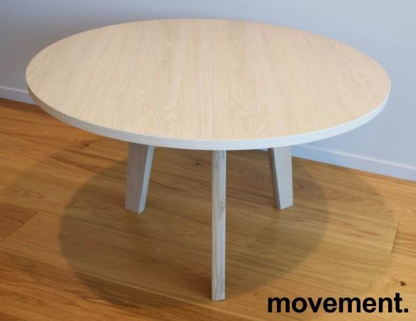 Loungebord / kaffebord fra Grande, eik finer plate, heltre eik ben, Ø=79cm, 47cm høyde, pent brukt bilde 1