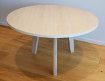 Loungebord / kaffebord fra Grande, eik finer plate, heltre eik ben, Ø=79cm, 47cm høyde, pent brukt