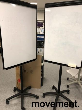 Flipovertavle med whiteboard, på hjul fra Staples, pent brukt bilde 3
