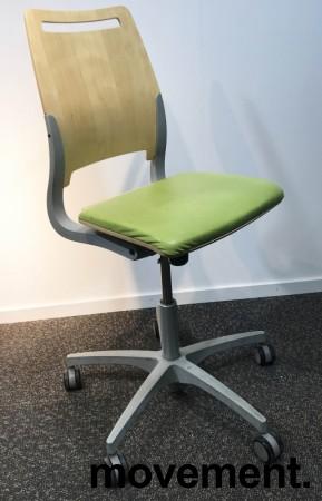 Enkel kontorstol fra Kinnarps, modell Xact i Limegrønn/Bjerk, grått understell, pent brukt bilde 1