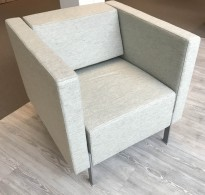 Loungestol fra Kinnarps, modell PIO i lys grå, 75cm bredde, pent brukt