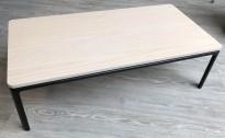 Lavt loungebord / sofabord / kaffebord i eik / sort fra Materia, modell Crest, 80x40 cm, pent brukt