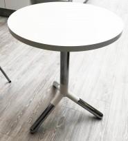 Loungebord / sofabord / kaffebord i hvitt / krom fra Materia, modell Obi, Ø=60cm, H=72cm, pent brukt