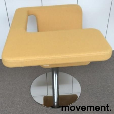Loungestol / laptopstol fra Materia, modell Clip, i gult stoff, 64cm bredde, pent brukt bilde 3