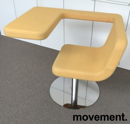 Loungestol / laptopstol fra Materia, modell Clip, i gult stoff, 64cm bredde, pent brukt bilde 2