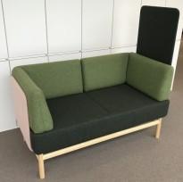 Loungesofa fra Gärsnäs, modell Popsoffa i grønt/rosa/eik, design: Bengtsson & Sindre, pent brukt