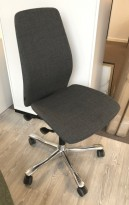Kontorstol: Kinnarps 5000-serie i grått stoff, krom kryss, pent brukt utstillingsmodell