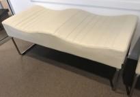 Sittebenk / loungemøbel, 2-seter i grått skinn fra Kinnarps, modell Libra, 121cm bredde, pent brukt