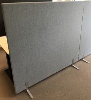 Lyddempende skillevegg i lysegrått stoff fra Glimakra, LimbusFloor Soft, 160x146cm, pent brukt