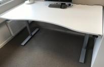 Skrivebord elektrisk hevsenk, Kinnarps, hvit bordplate, grått understell, 160x90cm, pent brukt
