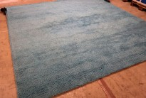 Flossteppe i turkis fra Pure Carpet, Danmark, Modell Aebelo 25mm floss, 300x300cm, pent brukt