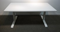 Skrivebord i hvitt, 140x80cm, pent brukt understell med ny plate