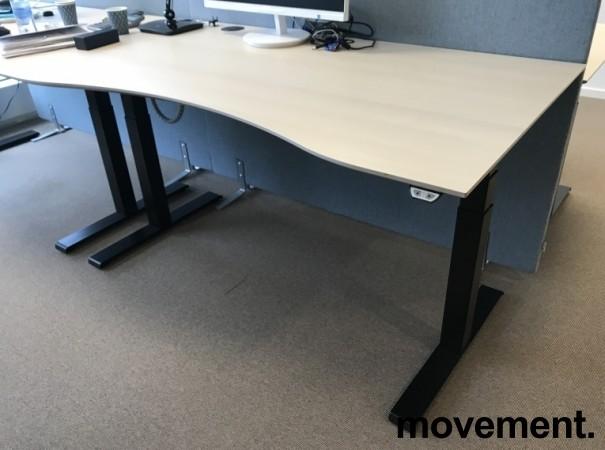 Skrivebord elektrisk hevsenk, Kinnarps, eik laminat bordplate, sort understell, 160x90cm, 127maxh, pent brukt bilde 1