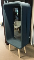 Morsom loungestol / romdeler, modell Frame fra Materie i grønnblå, Design: Ola Giertz, pent brukt