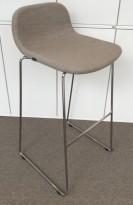 Barkrakk/barstol fra Materia, modell Neo Pal, gråbeige remix / krom, 78cm sittehøyde, pent brukt