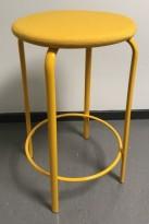 Lav barkrakk i gul farge, Kinnarps modell Frisbee barkrakk, sete i ullstoff,  understell i metall, 63cm sittehøyde, pent brukt
