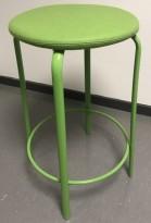 Lav barkrakk i grønn farge, Kinnarps modell Frisbee barkrakk, sete i ullstoff,  understell i metall, 63cm sittehøyde, pent brukt