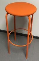 Barkrakk i orange farge, Kinnarps modell Frisbee, sete i ullstoff,  understell i metall, 79cm sittehøyde, pent brukt