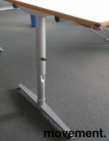 Skrivebord i lys grå HPL, forkant i lakkert MDF fra Edsbyn, 200x90cm, mavebue, pent brukt bilde 3
