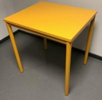 Lite avlastningsbord med plate og understell i orange farge, 70x60x72,5cm, Kinnarps Origo, pent brukt
