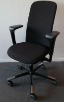 HÅG Sofi kontorstol i sort stoff, armlene og høy rygg, pent brukt