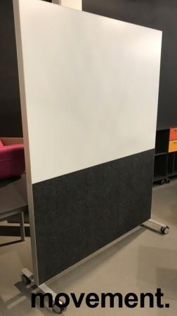 Frittstående skillevegg på hjul, whiteboard på ene siden, 146,5cm b x 200,5cm h, pent brukt bilde 1