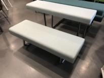 Loungemøbel / benk / tribune fra Materia, modell Avant i lys grønnmelert ullstoff, pent brukt