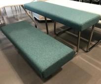 Loungemøbel / benk / tribune fra Materia, modell Avant i dyp turkismelert ullstoff, pent brukt
