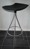 Mobles 114 Gimlet Stool by Jorge Pensi, barkrakk i antrasittgrått, sittehøyde 80cm, pent brukt