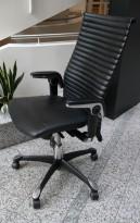 HÅG H09 Excellence 9320 kontorstol i sort skinn og krom, pent brukt
