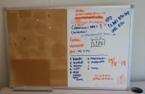 Whiteboard / korktavle delt 50/50 90x60cm, vegghengt, pent brukt