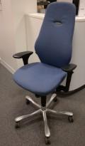 Kontorstol: Kinnarps Synchrone 8000 / Plus 8 i blå ullfilt, høy rygg, ny armlene, pent brukt