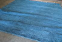 Flossteppe i turkis fra Pure Carpet, Danmark, Modell Aebelo 25mm floss, 400x400cm, pent brukt
