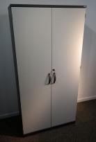 Kinnarps E-serie skap med dører, mørk grå / lys grå, 4 permhøyder, 80cm bredde, 164cm høyde, pent brukt