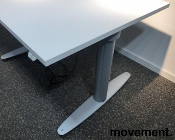 Kinnarps T-serie kompakt elektrisk hevsenk skrivebord 100x80cm i hvitt, pent brukt understell med ny plate bilde 3