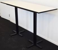 Lekkert, rektangulært ståbord 180x60cm, i hvitt/sort fra Ragnars R5 Work.Meeting serie, pent brukt