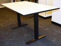 Kompakt møtebord fra Ragnars R5 Work.Meeting serie i hvitt/sort, 140x80cm, pent brukt