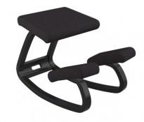 Ergonomisk kontorstol / knestol: Varier (Stokke) Variable Balans i sort stoff / sort ramme, pent brukt