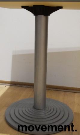 Lite, kvadratisk kantinebord / loungebord, 60x60cm grå laminatplate, grå fot, 73cm høyde, pent brukt bilde 3
