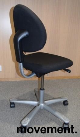 HÅG H04 4000 Credo kontorstol med sort stofftrekk, alugrått fotkryss, pent brukt bilde 2