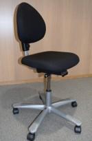 HÅG H04 4000 Credo kontorstol med sort stofftrekk, alugrått fotkryss, pent brukt