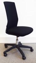 HÅG Futu kontorstol i sort stoff, sort fotkryss, pent brukt