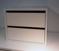 Liten skuffseksjon for plassering i skap eller på skrivebord i hvitt fra Horreds, 2skuffer, 39,5x34x33cm, pent brukt