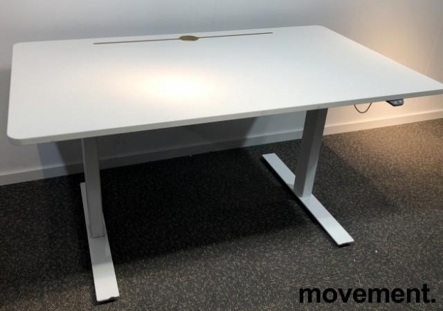 Skrivebord med elektrisk hevsenk i hvitt fra Horreds, 140x80cm, pent brukt bilde 1