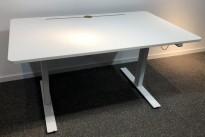 Skrivebord med elektrisk hevsenk i hvitt fra Horreds, 140x80cm, pent brukt