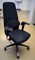 Håg H09 9120 kontorstol i sort stoff, med ryggstøtte og nedfallbare armlener, pent brukt