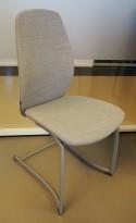 Møteromsstol/besøksstol fra Kinnarps, mod Plus 376 i grått remixstoff, pent brukt