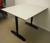 Skrivebord / kompakt møtebord i lys grå / sort , 100x80cm, pent brukt