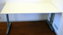 IKEA Galant skrivebord i hvitt, 160x80cm, T-ben i grått, pent brukt