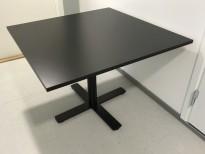Lite møtebord i sort / sort, 100x100cm, H=73cm, pent brukt
